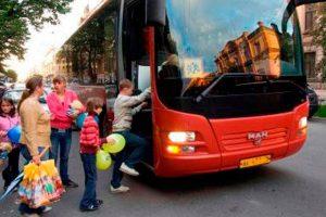 Как безопасно перевозить детей в автобусе?